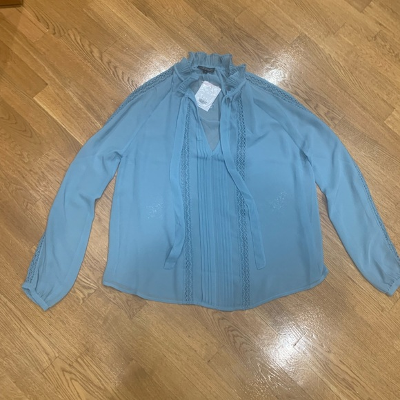 Topshop Tops - Top shop feminine blouse with a bow